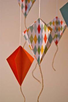 Poéticas, leves e coloridas, as pipas voam para além dos quartos infantis e aparecem até em exposições internacionais. Aqui, alguns exemplos de como usá-las em casa