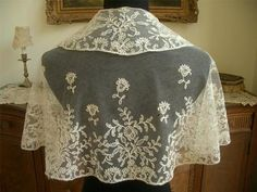 LG HANDMADE Antique Vtg TAMBOUR NET LACE PELERINE CAPE SHAWL COLLAR
