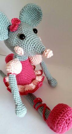 muñeca amigurumi ratón amigurumi ganchillo por naimacrochethandmade