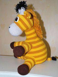 Lykken er en hæklet gulstribet giraf.