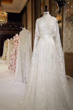 "Rami Kadi ""Parades Nuptiales"" PFW'16. Fancy Wedding Dresses, White Wedding Gowns, Pakistani Wedding Dresses, Bridal Dresses, Muslim Wedding Gown, Muslimah Wedding Dress, Wedding Hijab, Kebaya Wedding, Bridal Hijab"