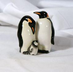 Penguins with Baby Salt Pepper Shakers, Salt And Pepper, Salt N Pepa, Pepper Spice, Ceramic Figures, Porcelain Ceramics, Cookie Jars, Penguins, Spices