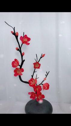 Paper Flowers Craft, Flower Crafts, Diy Flowers, Paper Crafts, Diy Crafts Hacks, Diy Crafts For Gifts, Diy Crafts Videos, Paper Decorations, Diy Desk