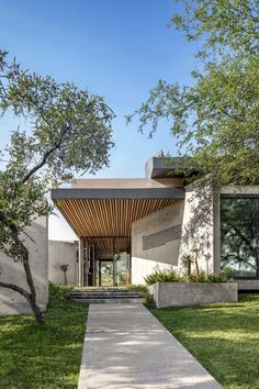 Photos and Videos 2 of 17 from project Architect's Gallery at Design Joburg 2019 Concrete Architecture, Tropical Architecture, Beautiful Architecture, Contemporary Architecture, Architecture Details, Modern Tropical House, Modern House Design, Tropical Houses, Dream Home Design