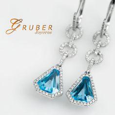 Gruber Aretes tallados en oro blanco y diamantes, son el detalle soñado por todas las mujeres que definitivamente la conquistaran. Encuéntralos en Gruber de El Retiro Bogotá.
