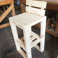 Create Simple Pallet Wood Projects To Enhance Your Home's Interior Decor Pallet Projects, Wood Pallets, Bar Stools, Interior Decorating, Woodworking, Outdoor Furniture, Simple, Pallet Chairs, Design