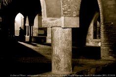 """Le Jour ni l'Heure 1553 : Voyage en Italie — autoportrait claustral"" Bologna, Chiostro dei Benedettini in Santo Stefano by Renaud Camus, via Flickr"