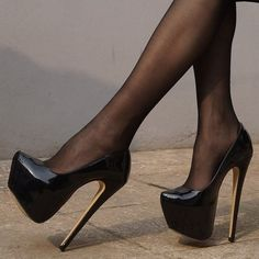 Wow these platform patent stiletto shoes are just fab. Love the syle and how high the stiletto heels are. Extreme High Heels, Platform High Heels, Black High Heels, High Heel Boots, Heeled Boots, Black Platform, Stilettos, High Heels Plateau, Beautiful High Heels