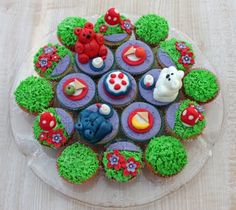 Teddy bears' picnic cupcakes - awesome idea!
