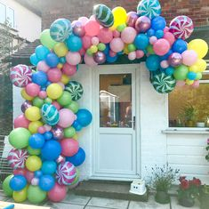 Welcome To Candyland! Such a sweet arch, in more ways than one! Candy Theme Birthday Party, Candy Land Theme, Candy Party, Carnival Birthday, Birthday Parties, Bubblegum Balloons, Pastel Balloons, Balloon Garland, Balloon Decorations