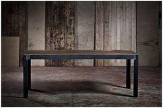 Envie d'une petite touche industrielle pour donner un esprit loft à votre maison ? Avec ses lignes au carré et son métal patiné, cette table est faite pour vous ! #table #industriel #wabisabi #patiné #charme #métal #forme #ligne #intérieur #décoration #design #hopfab