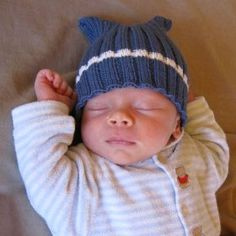 This adorable baby hat pattern is the perfect mix of cozy warmth and whimsical sweetness. The Wish Upon a Star Knit Baby Cap is adorned by a precious glowing star shooting across a field of calming baby blue. Baby Hat Knitting Patterns Free, Baby Hats Knitting, Knitting For Kids, Loom Knitting, Baby Patterns, Free Knitting, Knitting Projects, Knitted Hats, Free Pattern