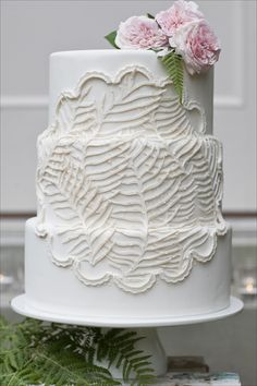 white feather wedding cake  Clever feather