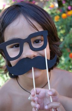 Hoje resolvi separar pra vocês algumas inspirações de máscaras divertidas para as crianças para as crianças pularem muito carnaval. Venham ver!