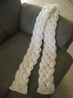 Une écharpe tressée : je vous propose le pas à pas de cette écharpe originale que l'on peut faire de toutes les longueurs que l'on veut