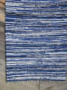 extra long Handwoven rag rug  259' x 997' cobalt by Gunaspalete, €62.00