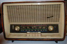 """ANOS DOURADOS: IMAGENS & FATOS: Fevereiro 2015  RÁDIO """"BLAUPUNKT"""" EM SUPER HI-FI   (ANOS 40/50) Nostalgia, Vintage Designs, Retro Vintage, Love Radio, Old Technology, Retro Radios, Antique Radio, Old Computers, Ferrat"""