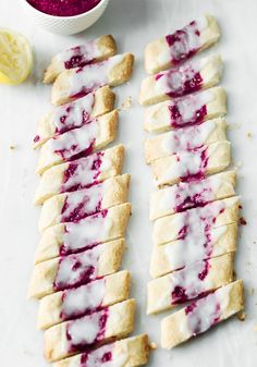 ciastka_z_dżemem Polish Desserts, Cookie Recipes, Dessert Recipes, Cranberry Orange Bread, Cake Cookies, Hot Dog Buns, I Foods, Baked Goods, Sweet Recipes