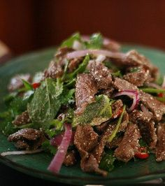 Rezept Thai Hackfleischsalat Yam nuea Cuisine - Boeuf Camille D. Main Dish Salads, Dinner Salads, Main Dishes, Indian Food Recipes, Asian Recipes, Thai Beef Salad, Eating Light, Fish And Meat, Exotic Food