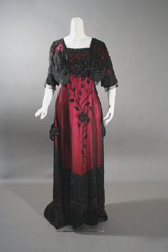 Historical fashion and costume design. Vestidos Vintage, Vintage Gowns, Mode Vintage, Vintage Outfits, Edwardian Clothing, Edwardian Dress, Antique Clothing, Edwardian Era, Victorian