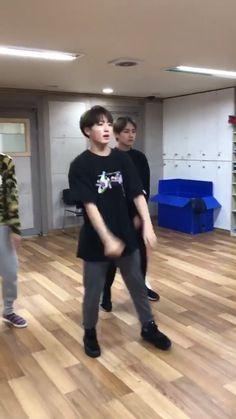 Jungkook Dance, Foto Jungkook, Jungkook Oppa, Foto Bts, Bts Photo, Bts Bangtan Boy, Jungkook Smile, Jungkook Funny, Jikook
