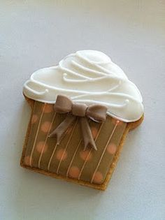 Cupcake Cookie Pinned By http://www.cookiecuttercompany.com/ #cupcake #cookie #decorated