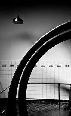 Documentaire straatfotografie zwart-wit museum De Pont Tilburg. Foto door Marijke Krekels fotografie