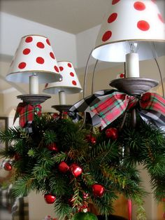 17 Gorgeous Christmas Chandelier For A Yuletide Home Decor (17)