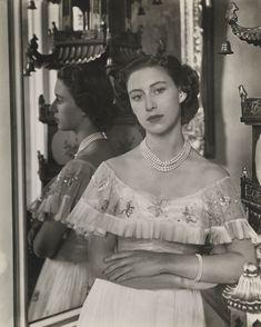 imprimer comparer photo maman Her Royal Highness The Princess Margaret, 1949 Royal Princess, Princess Of Wales, Royal Family Portrait, Prinz Philip, Royal Family Pictures, Reine Victoria, Margaret Rose, Royal Beauty, British Royal Families
