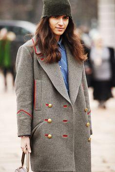 (via Streetstyle / Fotos de street style en Milan Fashion Week: abrigo de Isabel Marant)