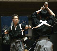 El curso online de Jujutsu – Taijutsu ya esta completo y disponible hasta 3 dan. El curso esta dividido en los diferentes grados desde 6ºkyu hasta 3º dan con los videos de las técnicas y katas correspondientes a cada grado El jujutsu practicado en Bumon proviene de diferentes escuelas tradicionales cómo Takagi Yoshin Ryu, Tenshin …