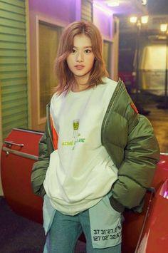 Nayeon, Kpop Girl Groups, Korean Girl Groups, Kpop Girls, My Girl, Cool Girl, Sana Cute, Human Poses Reference, Art Reference
