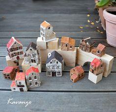 Městečko k sukulentům Keramické domečky ve velikosti od 7 do 12 cm. 12 kousků, aby bylo z čeho vybírat cena za kus.