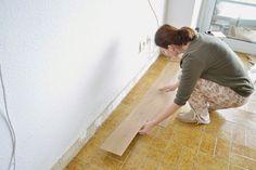 diy-cambio-suelo-casa-lamas-vinilo-autoadhesivo-leroy-merlin Diy, Home Decor, Ideas, Foam Rollers, Laminate Flooring, Decoration Home, Warm Home, Flooring, Interior Design