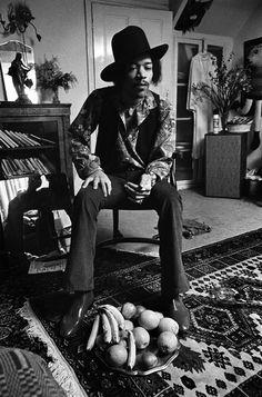 Jimi Hendrix at home, 23 Brook Street, London