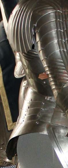 Enter your pin description here. Arm Armor, Medieval Armor, 15th Century, Fantasy Art, Knight, Leather, Knights, Blue Prints, Armors