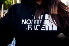 Stupid northface doesn't ship international.... I want this hoodie.