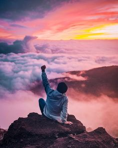 This article covers the success stories and believes of the people around. Success is related to inner confidence. success stories and beliefs Vans Era, Dalai Lama, Successful People, Successful Business, Free Images, Sunrise, Spirituality, Photos, Outdoor