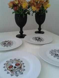 Cabeiras mexicanas.  Pratos de sobremesa. Porcelanas.