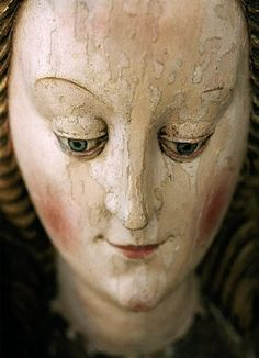 Lovely madonna/santo face.