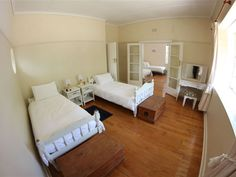 Port Elizabeth Poshpackers - Port Elizabeth Poshpackers offers unique accommodation in the heart of the friendly city in the suburb of Walmer, which is surrounded by the aromas of delicious coffee, hearty burgers and the most incredible .