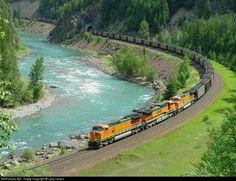 burlington northern santa fe train