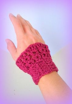 X2 Chauffe poignet framboise fait main au crochet made in France unique créateur : Mitaines, gants par c-comme-celine