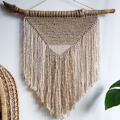15 vind-ik-leuks, 3 reacties - TAMAR SAMPLONIUS (@tamarthings) op Instagram: 'A new macrame wall hanging! This time I used jute cord together with cotton cord and I think it's a…'