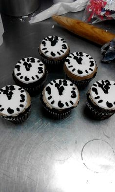 Clock cupcakes to ring in the New year