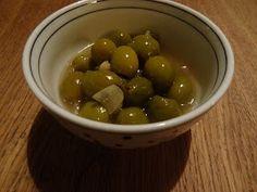 Het begon met een etentje vanwege een 12,5 jarig dienstverband. Om te snaaien lagen er gemarineerde olijven die zowaar zoet smaakten. Erg le...