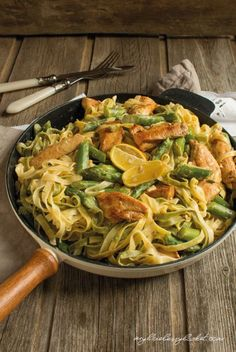 Pasta with Chicken and Asparagus in Lemon Sauce - My Blueberry B .- Pasta with chicken and asparagus in lemon sauce - Chicken Pasta Recipes, Healthy Chicken Recipes, Vegetarian Recipes, Chicken Ravioli, Pasta Food, Keto Chicken, Blueberry Recipes, Blueberry Chicken, Lemon Sauce