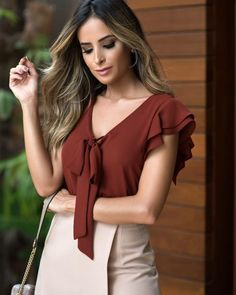 Best 12 Limonni Ameliee Casual blouses for women REF: Do you like it? , Write to whatsapp or to the commercial mail - SkillOfKing. Sleeve Designs, Blouse Designs, Outfit Elegantes, Sewing Blouses, Moda Chic, Elegant Outfit, Office Fashion, Simple Dresses, Modern Fashion