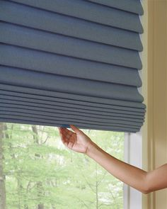 Beauty and enhanced child safety, just what moms ordered.  Available on a number of Hunter Douglas window fashions––LiteRise® cordless lifting system ♦ Hunter Douglas window treatments