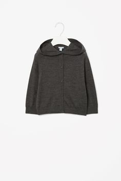 Made from finely knitted wool, this cardigan has a soft oversized hood. A relaxed shape and style, it has a front button fastening, long raglan sleeves and comfortable ribbed edges.